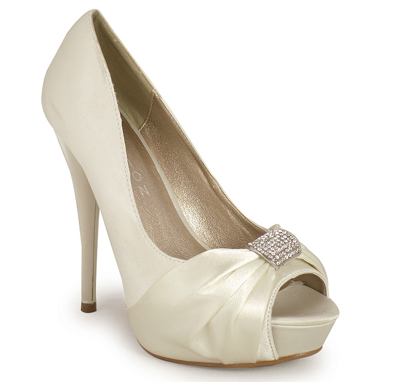 Cheap Ivory Wedding Shoes Photo Album - Weddings Pro